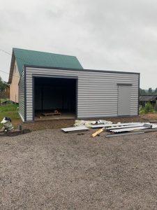 Завершение строительства гаража из профлиста